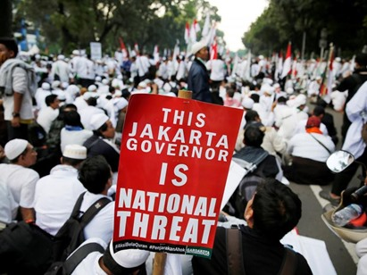 إندونيسيا بعد إساءته لـ القرآن.. إحالة حاكم جاكرتا للمحاكمة