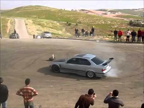 """فتاة """" تفحط """" في شوارع عمان"""