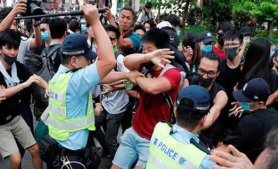 بالفيديو .. اشتباكات عنيفة بين الشرطة ومحتجين في هونغ كونغ