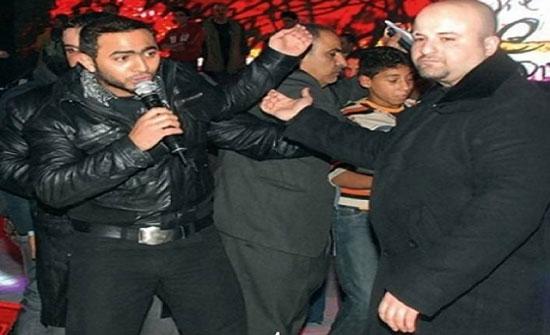 تامر حسني يكشف حقيقة اعتداء حارسه الخاص على الصحافيين!