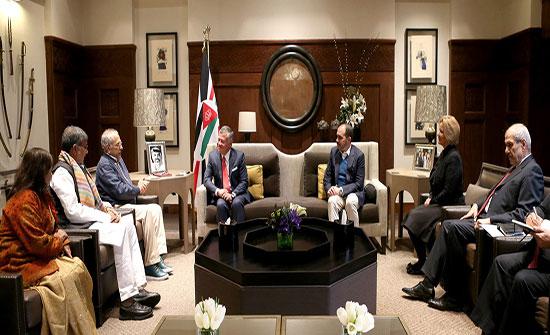 الملك يستقبل وفدا من أعضاء اللجنة التوجيهية لقمة الحائزين على جائزة نوبل للسلام
