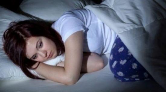 ما سبب الاستيقاظ في منتصف الليل؟