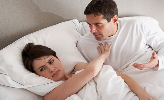 تحب زوجها وتمتنع عن تقبيله.. والسبب غريب!