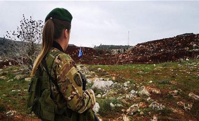 """صورة جنديّة لبنانية على الحدود تُشعل """"تويتر""""!"""