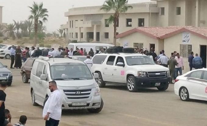 بدء إدخال السيارات السورية العالقة في الأردن عبر معبر نصيب