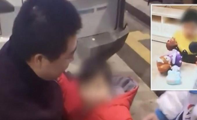 شاهدوا.. أب صيني يبيع ابنته لسداد ديون القمار