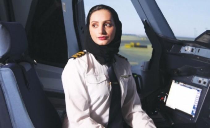 شقيقة المقاتلة المنصوري.. تعرّف على عائشة المنصوري أول إماراتية تقود الطائرة العملاقة A380 (صور)