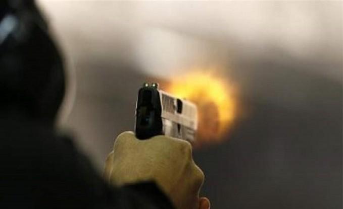 سبعينية تطلق النار على حفيدها.. والسبب كوب شاي