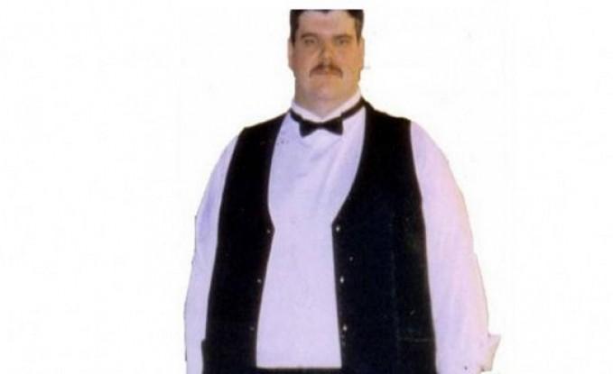 بسبب وزنه الزائد تحطم تحته الكرسي وشعر بالمهانة... فخسر 150 كيلوغراماً؟