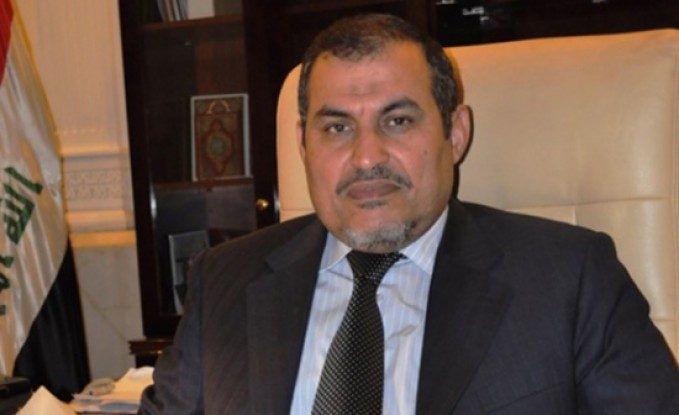 بالفيديو : نائب ومواطن عراقيين يتبادلان الشتائم في مطار عمان