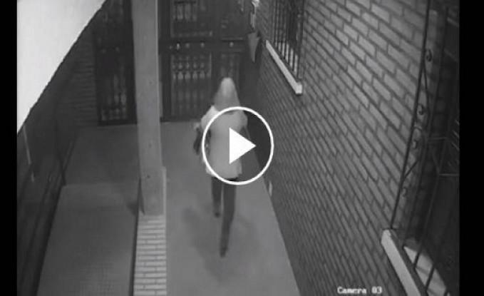 فيديو  لحظة اعتداء لص على فتاة بطريقة وحشية وسرقتها