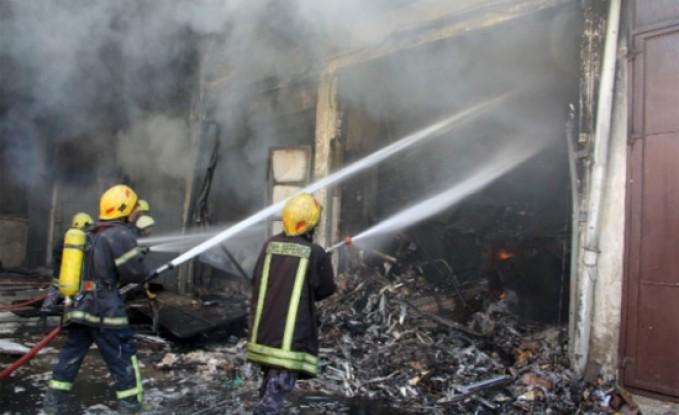 الدفاع المدني يتعامل مع حريق مستودع إسفنج في عمان