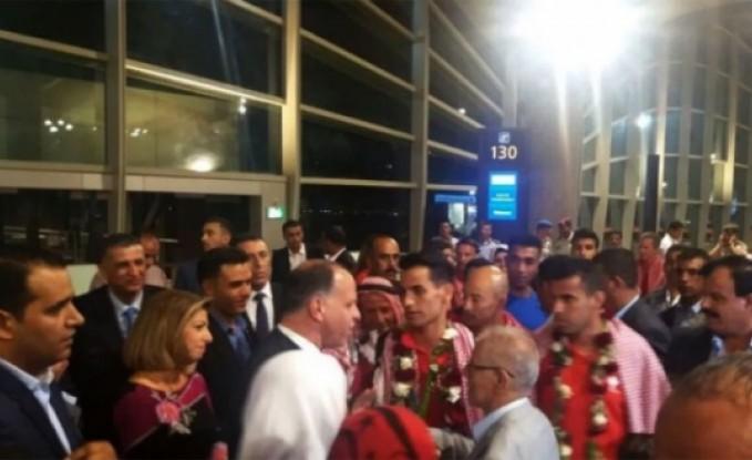 بالفيديو : استقبال كبير للبطل الأولمبي أبو غوش