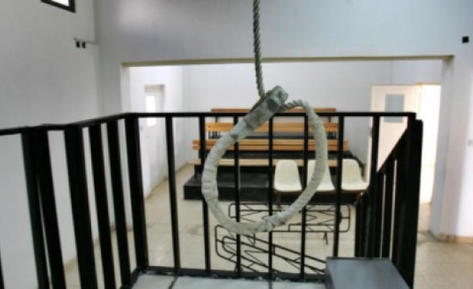 """قاتل يجز عنق طالب جامعي بـ """"قطاعة"""" والحكم عليه بالاعدام"""