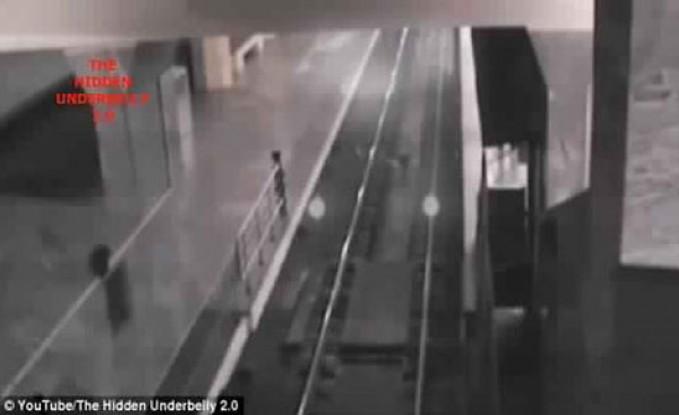 شبح قطار يظهر في محطة صينية (فيديو وصور)