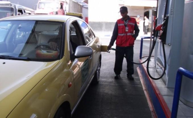 رفع أسعار المحروقات وتثبت الغاز (التفاصيل)