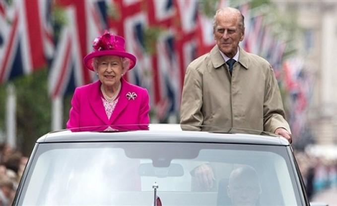 وفاة الأمير فيليب.. شائعة تهز قصر باكينجهام وتغضب الملكة إليزابيث