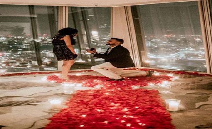 بالصور : وظيفة الأحلام.. أول سيدة في العالم تعمل منسقة لاقتراحات عروض الزواج