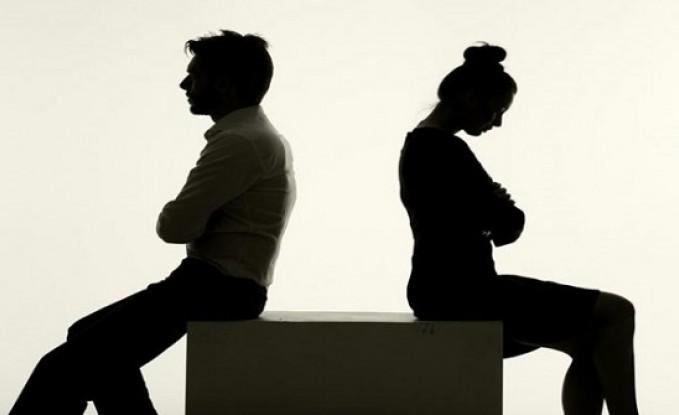 طبيبة مصرية: زوجي يهددني بنشر صوري على المواقع الإباحية