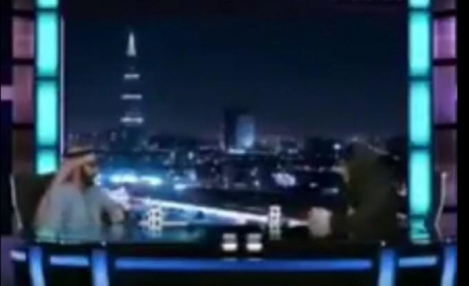 بالفيديو.. ضيف يتغزل بمذيعة حسناء على الهواء: «خدود ناقة ومنخار بقرة»