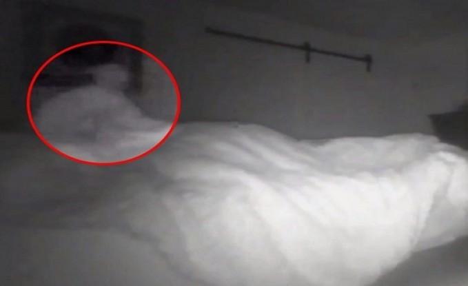 أمريكي يضع كاميرا لمراقبة سريره ليلاً.. وعند مشاهدة التسجيل كانت الصدمة !