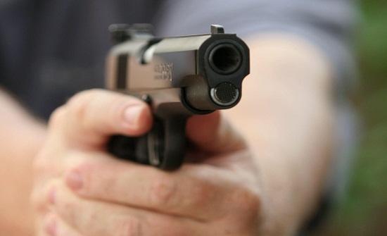 مصري يقتل شقيق حبيبته ويصيبها بطلق ناري في الكبد