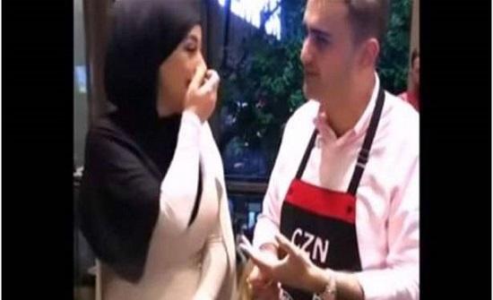 """الطباخ التركي الشهير """"بوراك"""" يعرض الزواج على شابة جزائرية! (فيديو)"""
