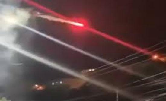 فيديو : طائرة بدون طيار وألعاب نارية تثير الرعب وتفض حفلا موسيقيا في مصر