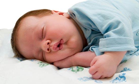 شاهد لماذا يضع الرسول يده اليمنى تحت خده عند النوم ؟… شاهد المفاجأة ..!!