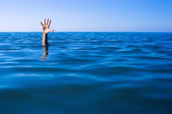 القصة تبدأ بأخذ نفس عميق فوق الماء.. هكذا يغرق الإنسان ويموت بدقيقة!