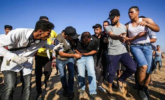17 جريحا باعتداء الاحتلال على مسيرات العودة شرق قطاع غزة