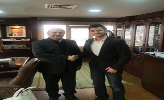 وزير المياه والري يكرم مخترع اردني ويؤكد دعم الوزارة الكامل للطاقات الشابة الاردنية