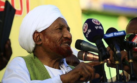 النيابة السودانية تستمع لأقوال الصادق المهدي في بلاغ ضد البشير