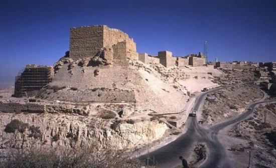شاب يهدد بالانتحار بالقرب من قلعة الكرك
