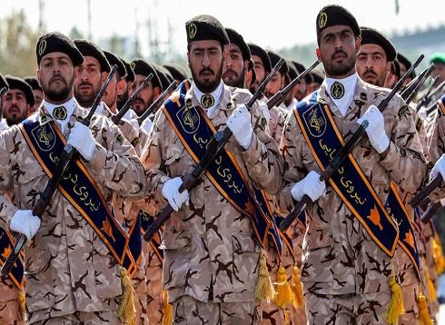 إيران تضرب مسلحين أكرادا في قصف عابر للحدود مع العراق