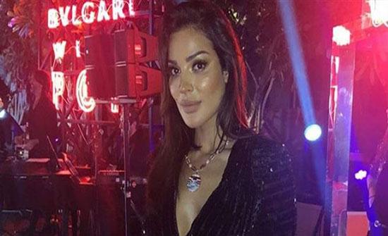 بالصور : نادين نجيم تتألّق بفستان قصير جدًا في دبي