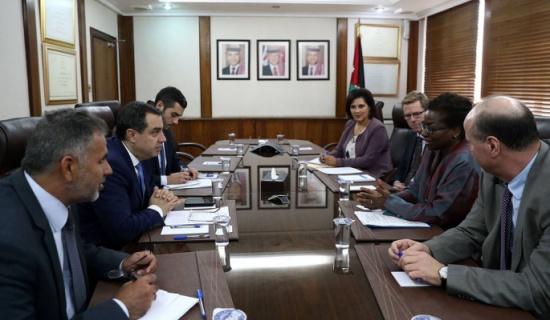 وزير التخطيط يلتقي مديرة صندوق الامم المتحدة للسكان