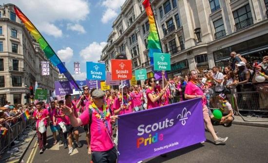 """كيف بدأت مسيرات """"برايد"""" للمثليين وما قصة علمهم؟"""