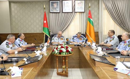 الأمن العام والدفاع المدني يوقعان اتفاقية تعاون في مجال الاتصالات