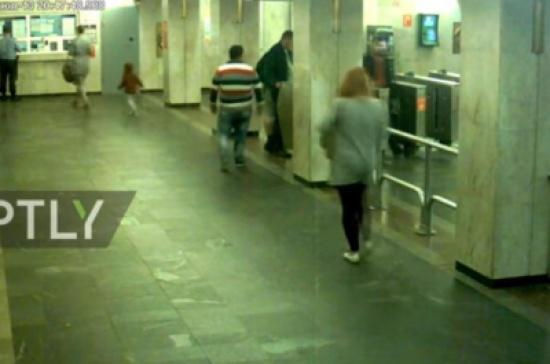 بالفيديو: انفجار سجارة إلكترونية في حقيبة إمراة