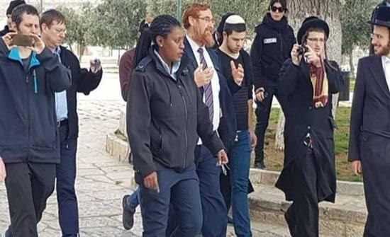 بالصور: عضو الكنيست المتطرف ايهودا غليك يقتحم المسجد الأقصى