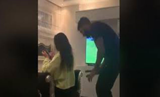 نهاية مروعة لفتاة طلبت من حبيبها تمشيط شعرها (فيديو)