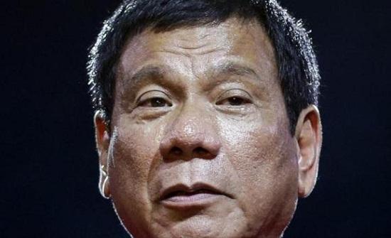 لماذا يمضع رئيس الفلبين العلكة؟