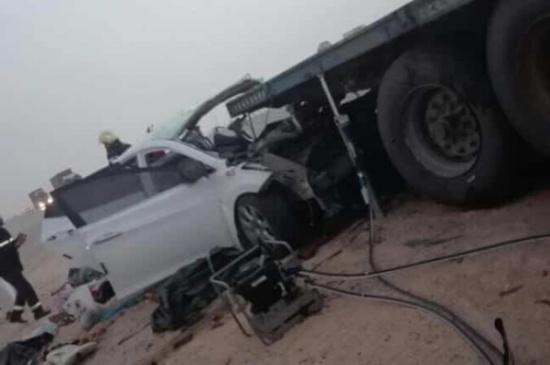 بالصور..سعودي يشاهد زوجته الحامل وأولاده الخمسة يموتون أمامه في حادث بشع