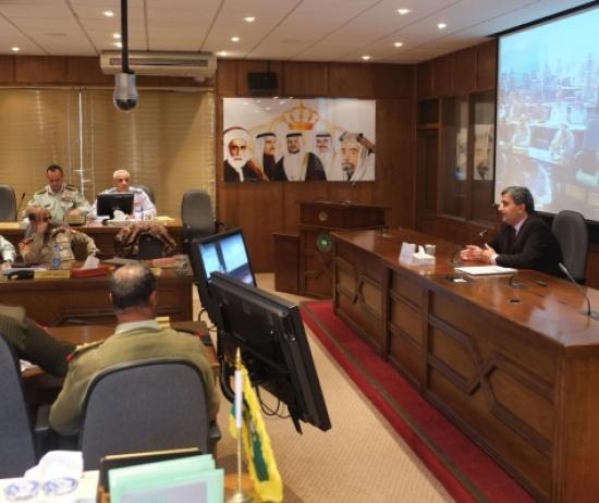 الدكتور أبو حمور يحاضر في كلية الدفاع الوطني