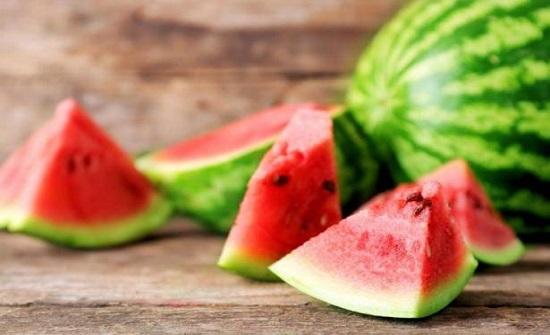 أبرزها البطيخ .. فوائد مذهلة لفاكهة الصيف