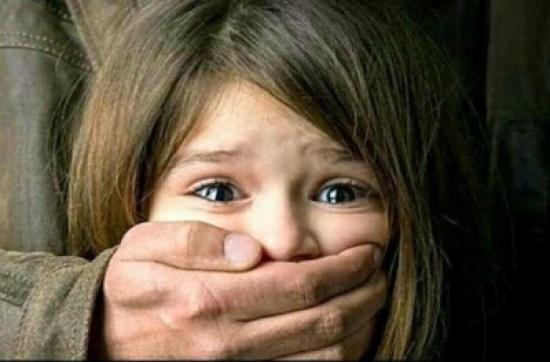 بائع ..اغتصب طفلة ذات 11 سنة وهي في طريقها للمدرسة !! اليكم التفاصيل