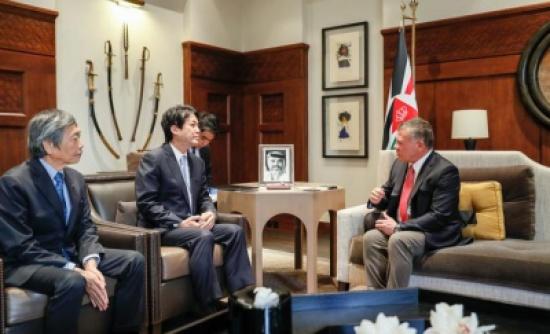 الملك يستقبل مستشار الأمن الوطني لرئيس الوزراء الياباني