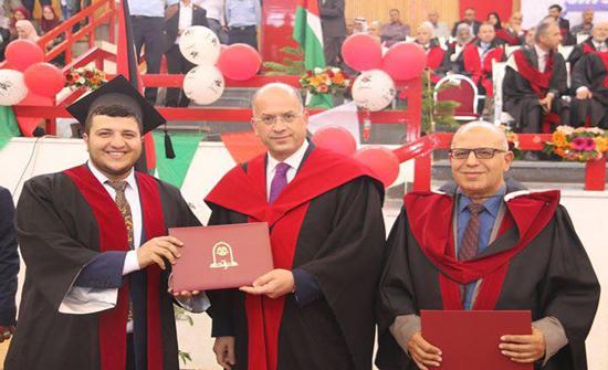 الدكتور عبدالله حسن الدباس مبارك التخرج