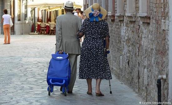 عاما حياة زوجية سعيدة.. وزوجته